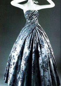 6abf8f6e93361654bb9c1336900cb953--vintage-ball-gowns-vintage-dresses